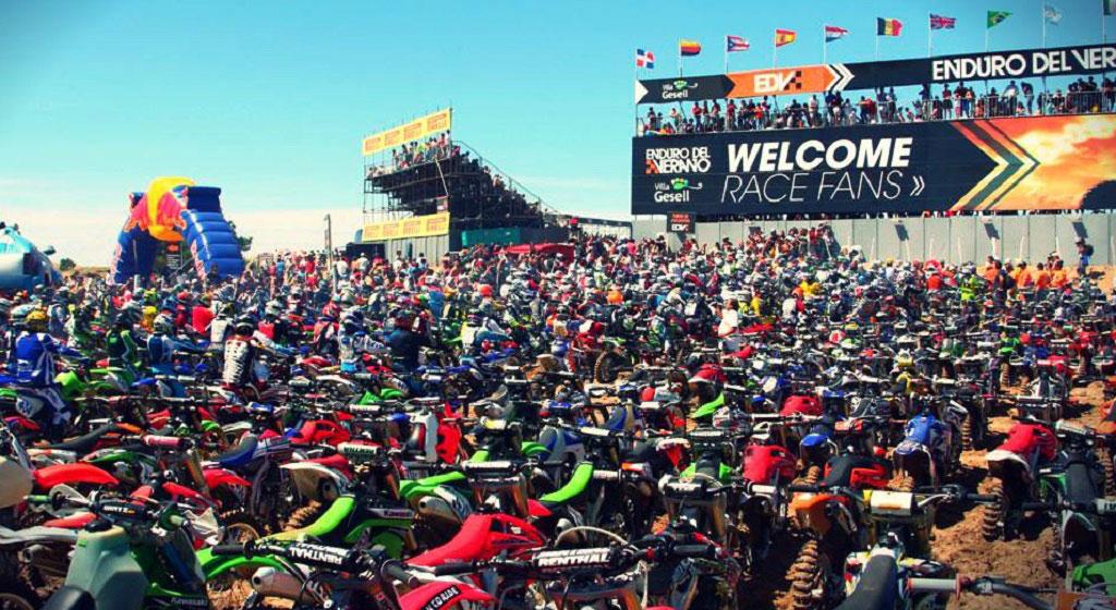 Motos, dunas y récord