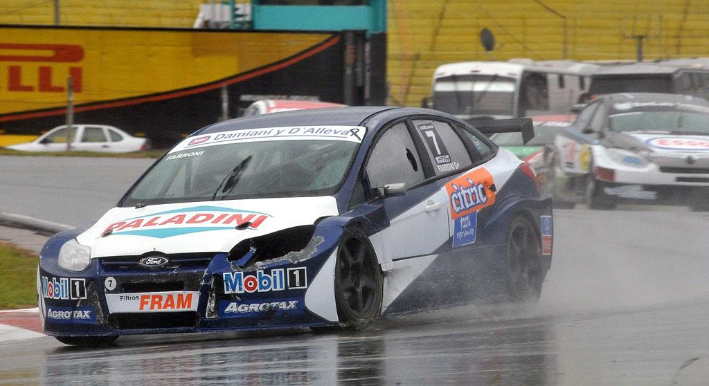 Farroni ganó bajo la lluvia